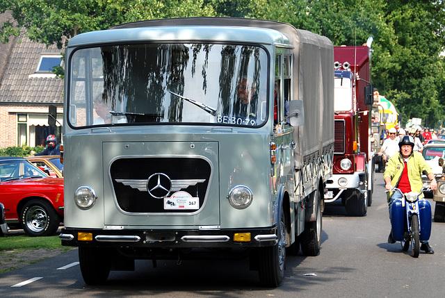 Oldtimer day at Ruinerwold: 1957 Mercedes-Benz L 312 /42