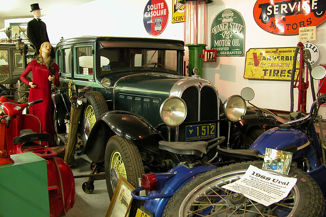 The Miracle of America Museum (Polson, Montana): 1929 Oakland