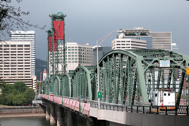 Portland images: Hawthorne bridge at the other end