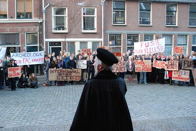 433rd dies natalis of Leiden University: prof. Louwe Kooijmans (Archeology) addresses his students