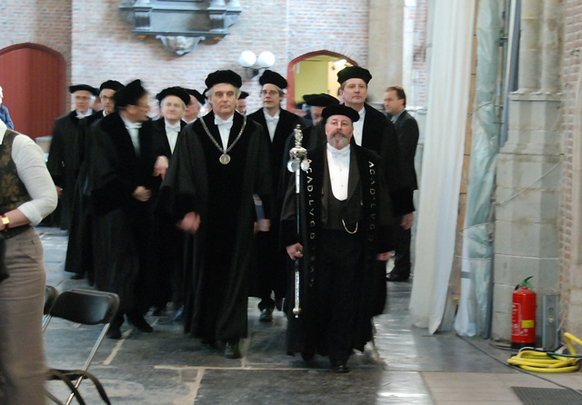 433rd dies natalis of Leiden University: the procession of professors enters the church