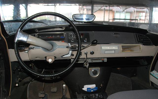 Dashboard of a 1968 Citroën ID 19 B