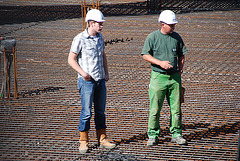 Pouring concrete: there are those who work and there are those who supervise