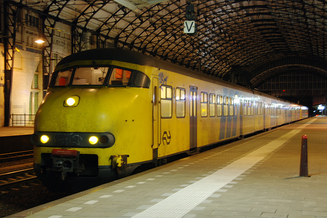 Some old pics: Train 526 & 905 at Haarlem Station