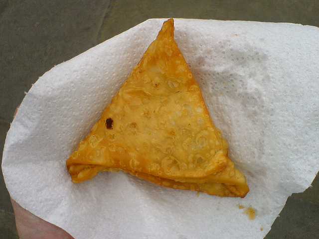 The Sikh Assocation of London Underground handed out free samosas