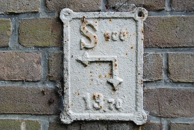 An old sign to indicate a power cable?