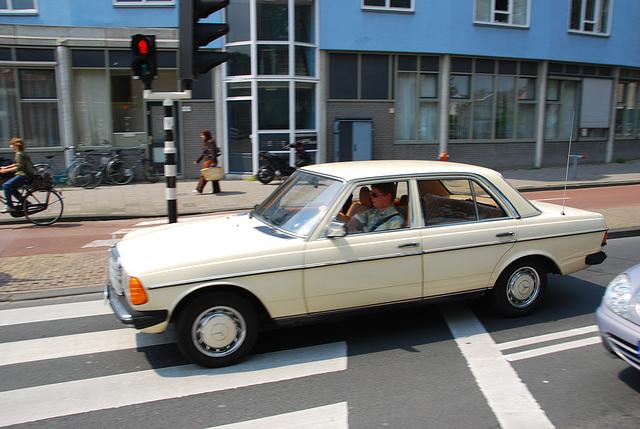1977 Mercedes-Benz 250