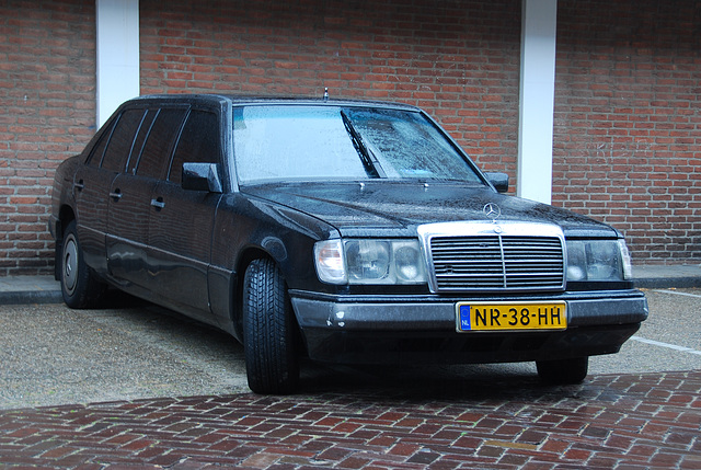 More Long Benzes: 1985 Mercedes-Benz 300 D