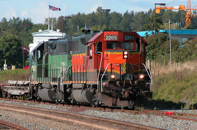 BNSF 2084 & 2265 on the USA-Canada border