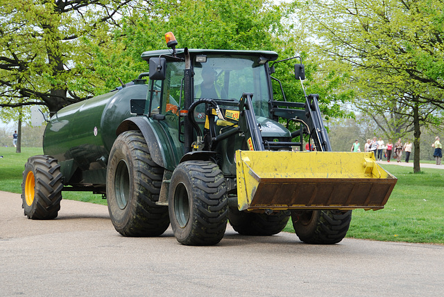 London vehicles: Maintenance tractor at Hyde Park