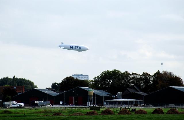 Zeppelin attacking Rotterdam