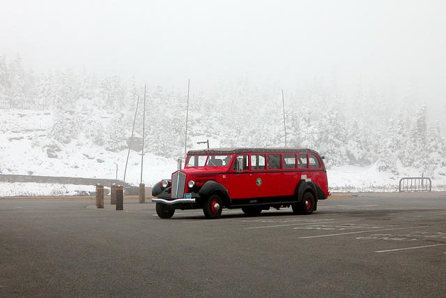 Glacier National Park (Montana, USA): retro tour bus
