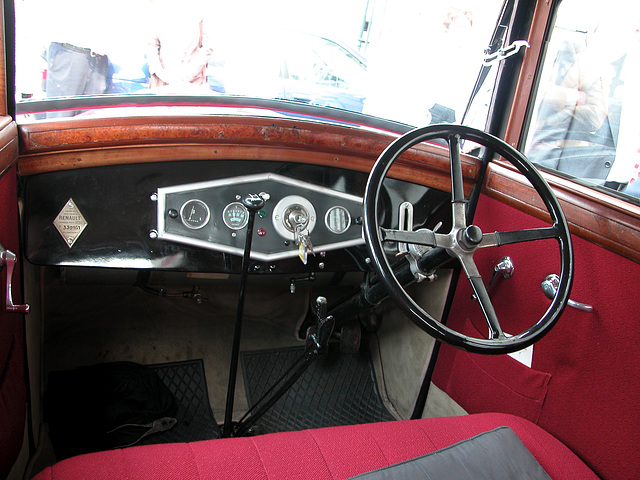 Dashboard of a 1930s Renault Monoquatre