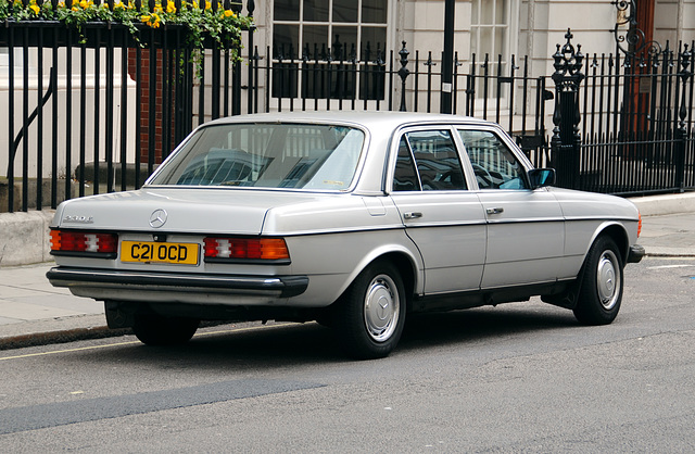 London vehicles: 1985 Mercedes-Benz 230 E