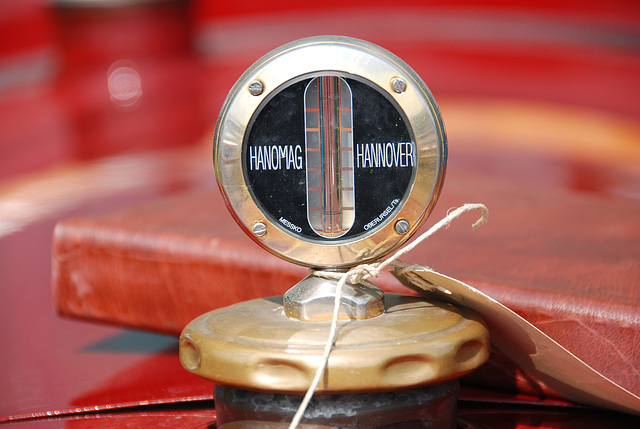 Oldtimer day at Ruinerwold: Thermometer on a Hanomag tractor