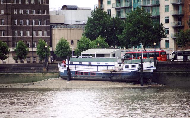 Ship stranded in the Thames