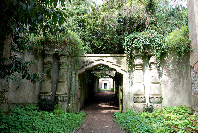 West Highgate Cemetery