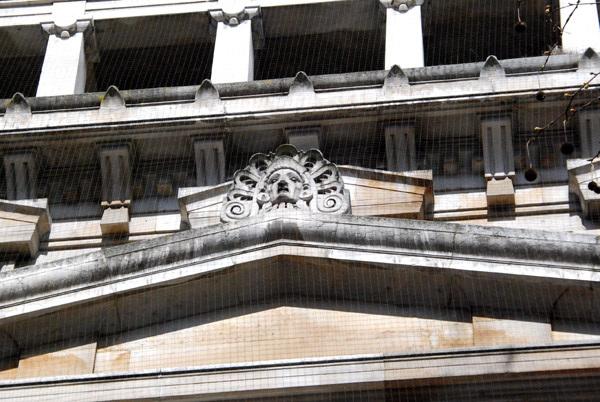 Entrance figurehead