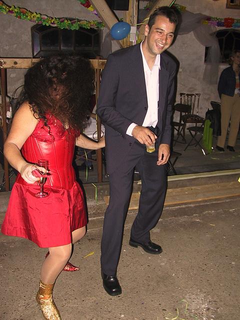 dancing to Normaal