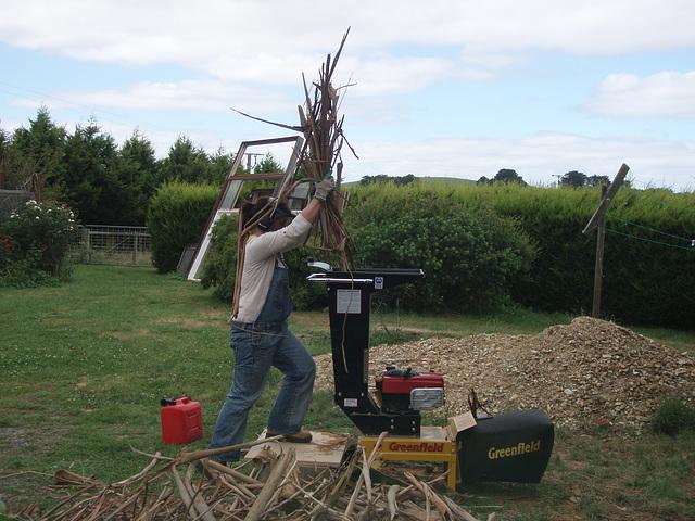 WWOOFer Sioned mulching