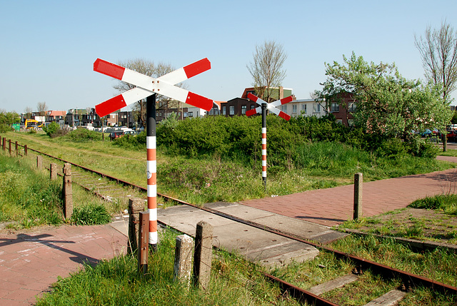 The old branch line to IJmuiden: Casembrootstraat station