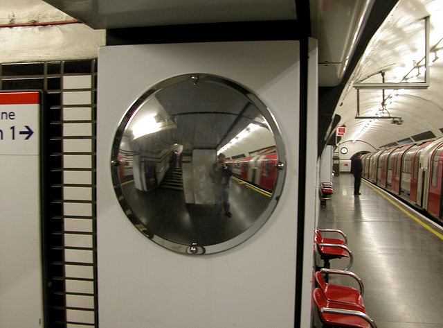 More fun with the convex mirrors in the Underground