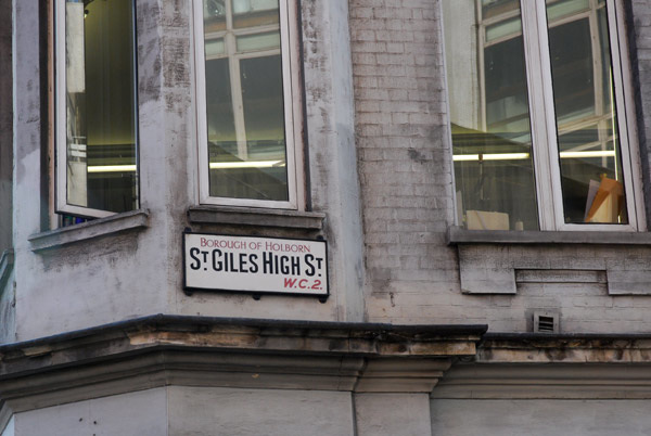 St Giles High St WC2