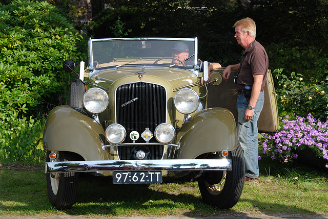 Oldtimer day at Ruinerwold: 1933 Plymouth P.D.