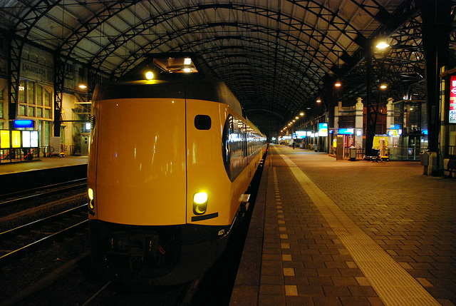 Freshly painted 4021 waiting at Haarlem Station