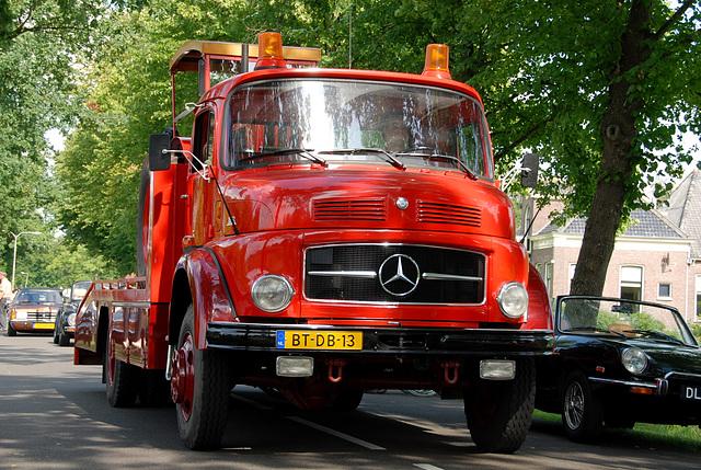 Oldtimer day at Ruinerwold: 1975 Mercedes-Benz LAF 1113 B
