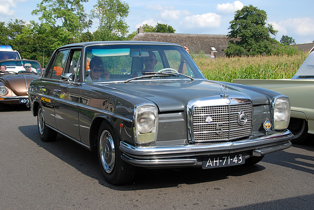 Oldtimer day at Ruinerwold: 1969 Mercedes-Benz 230