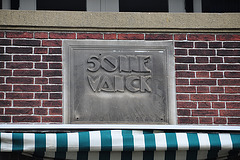 House name Sonnevanck (Sun Catcher) and sun dial