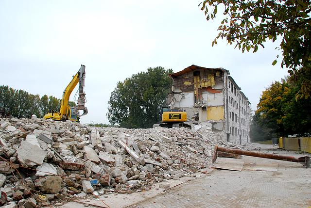 Demolition work in Leiden-North