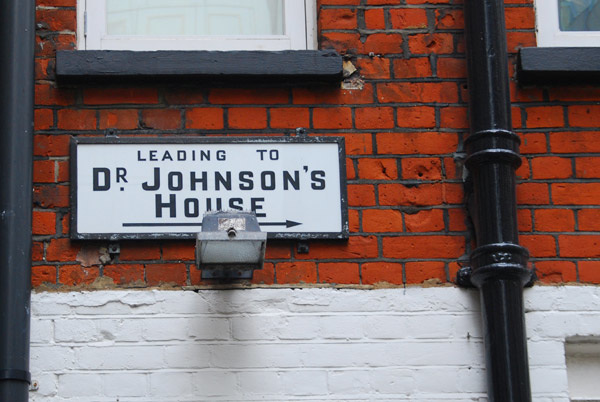 Dr Johnson's House this way