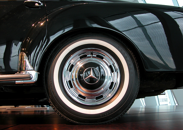 In the Mercedes-Museum: rear wheel of a 300