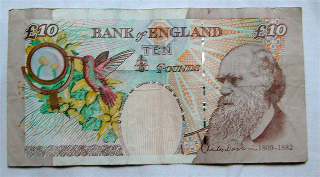 10 pounds bank note