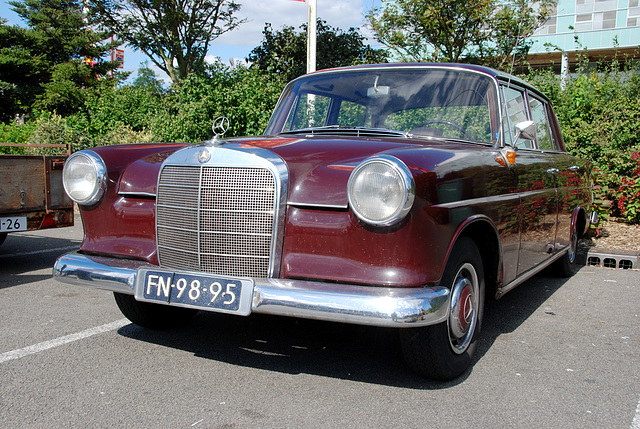 Mercedes meeting: 1965 Mercedes-Benz 190