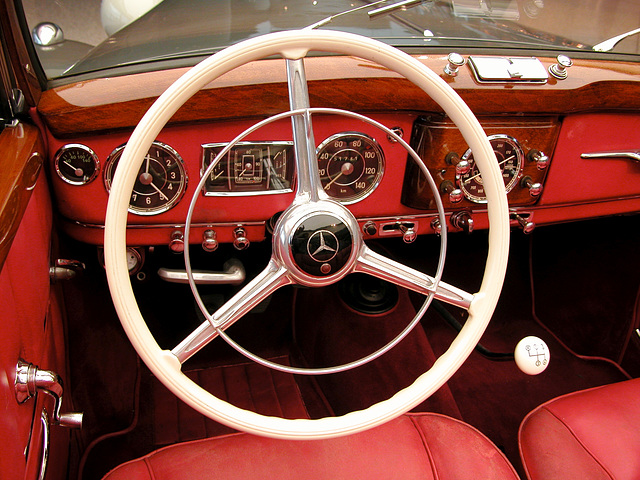 Dashboard of the Mercedes-Benz 170