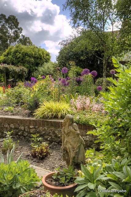 Stickland Farm, garden statuette