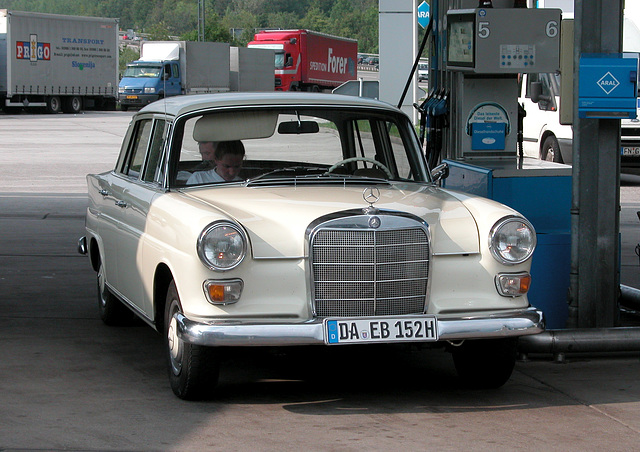 Holiday day one: Mercedes-Benz Heckflosse at a petrol station