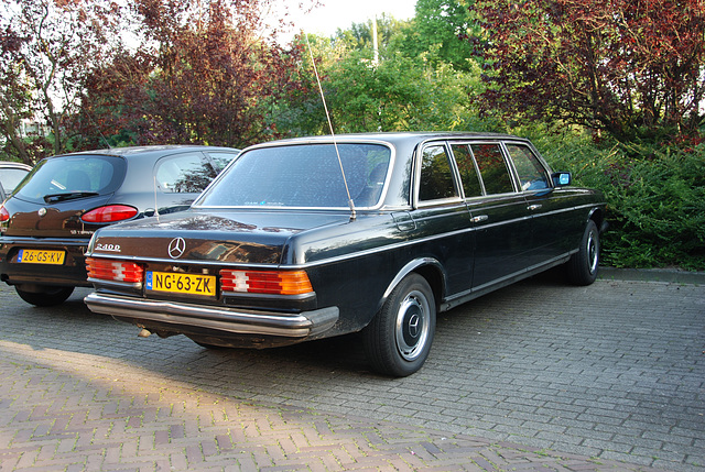 Mercedes-Benz 240 D Long
