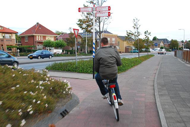 My bike ride home: a roundabout, I go straight ahead