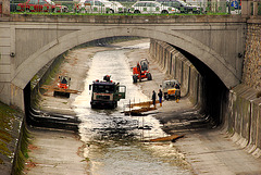 Work on the riverbed of the Wien river