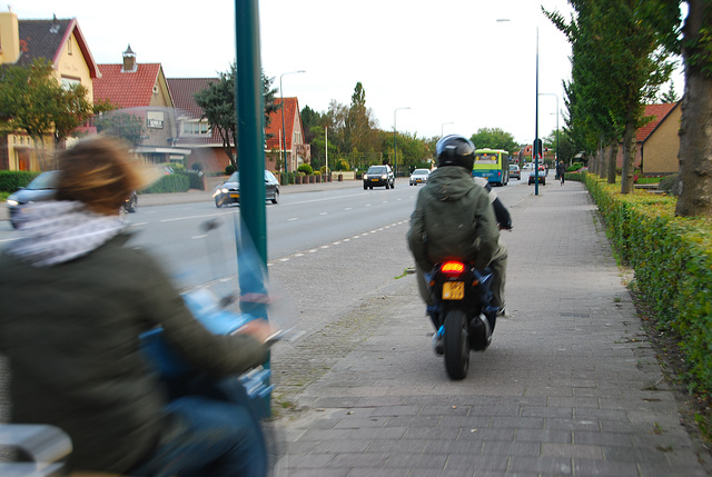 My bike ride home: overtaken by mopeds