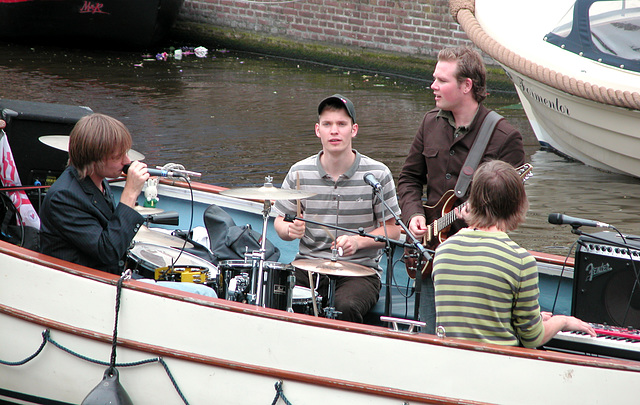 Making music in a boat - detail