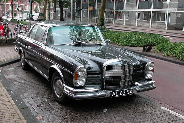 Respot of a 1969 Mercedes-Benz 280 SE 3.5 Coupe