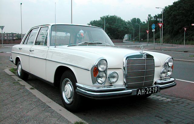 Merc spotting: 1966 Mercedes-Benz 250 SE