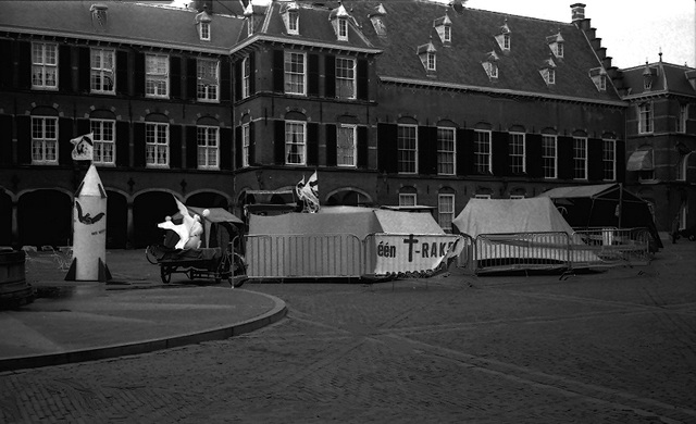 Protest against nucleair missiles on the Binnenhof in the Hague