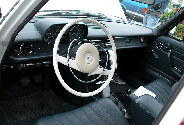 White steering wheel and old-style stick gear pole