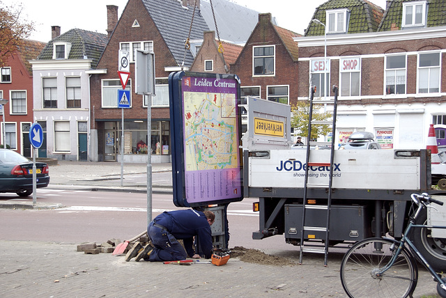 After the celebrations of Leiden's Relief, street furniture has to be put back